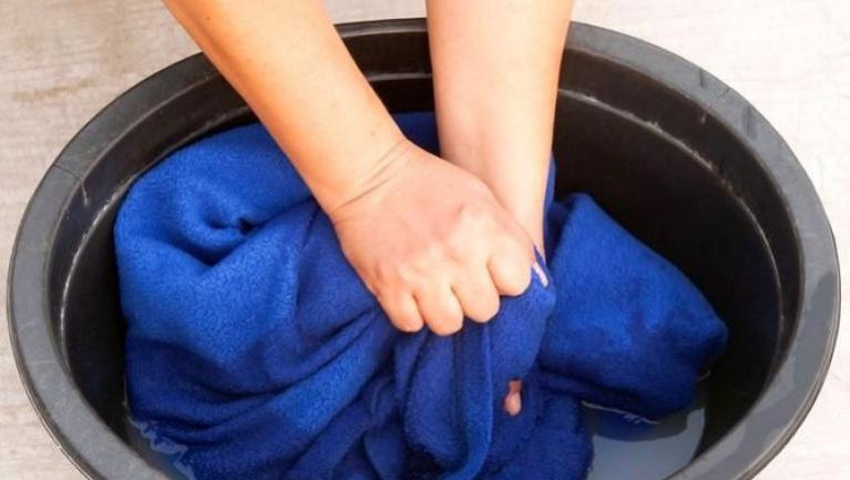 Как правильно постирать плед или покрывало в химчистке